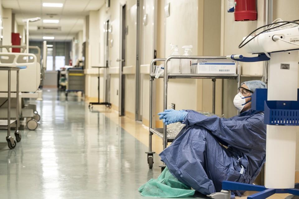 México ocupa el primer lugar en muertes de personal médico en el mundo por COVID-19